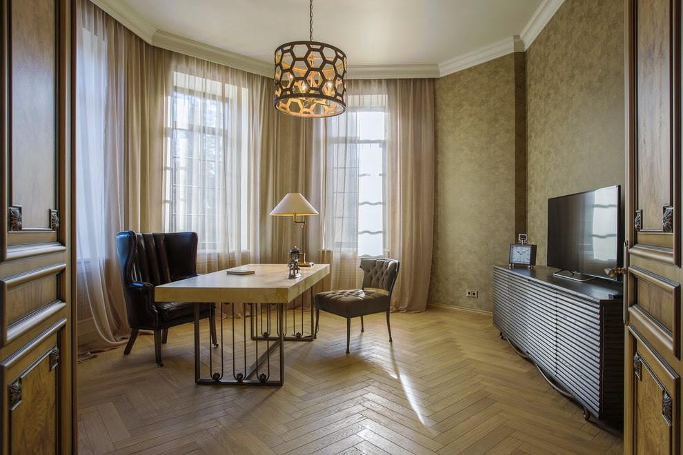 Современный письменный стол в домашнем кабинете