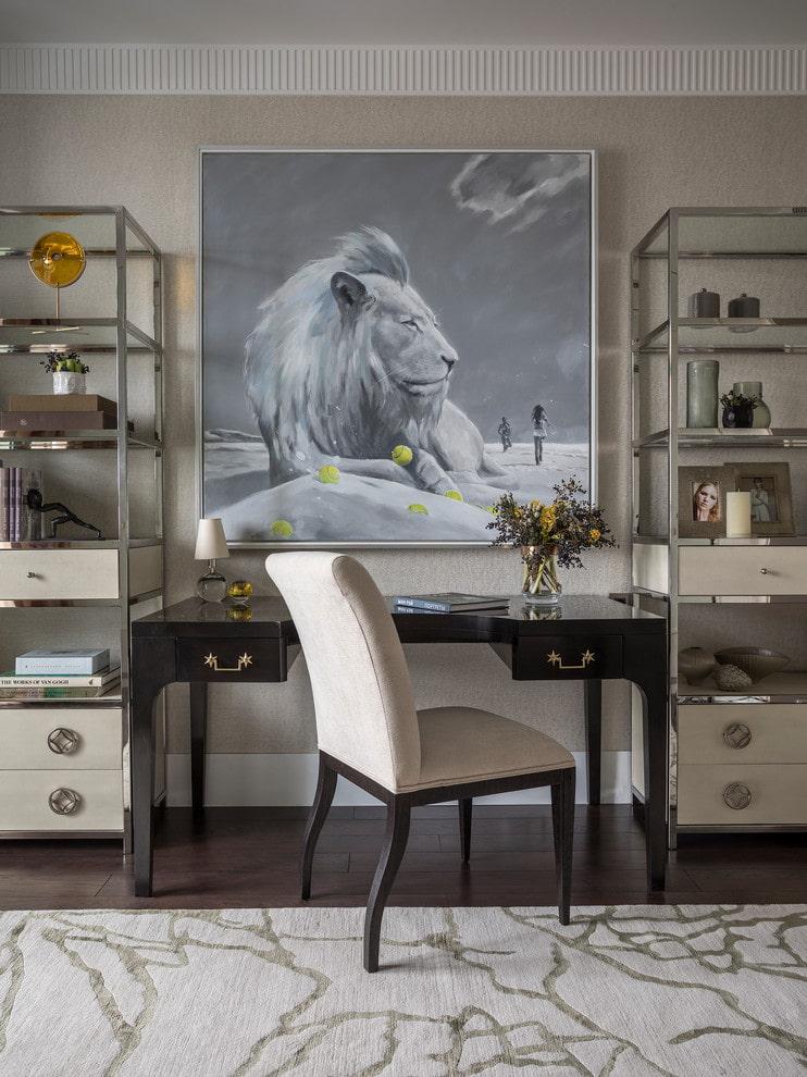 Декор кабинета картиной с изображением льва