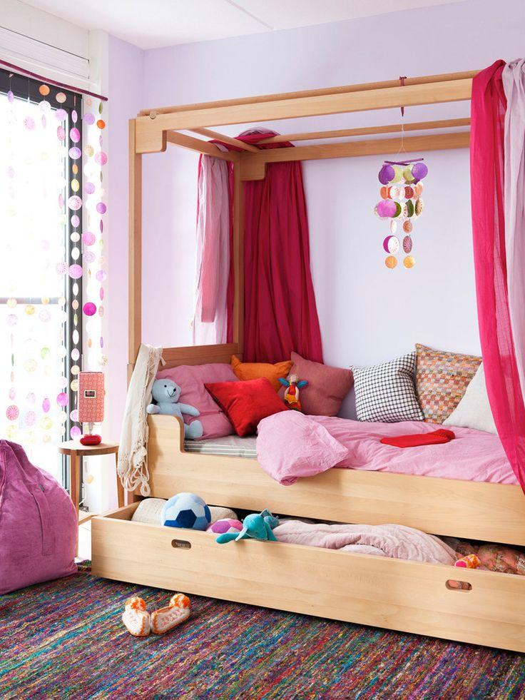 Выдвижной ящик для игрушек в детской кровати