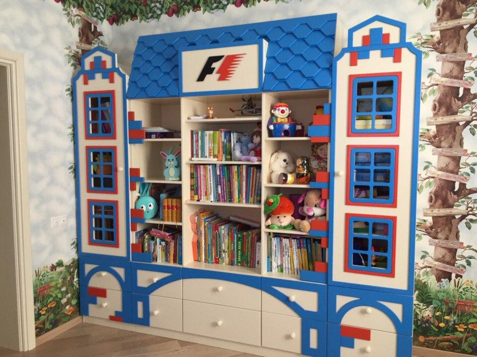 Стеллаж в виде домика для детской комнаты