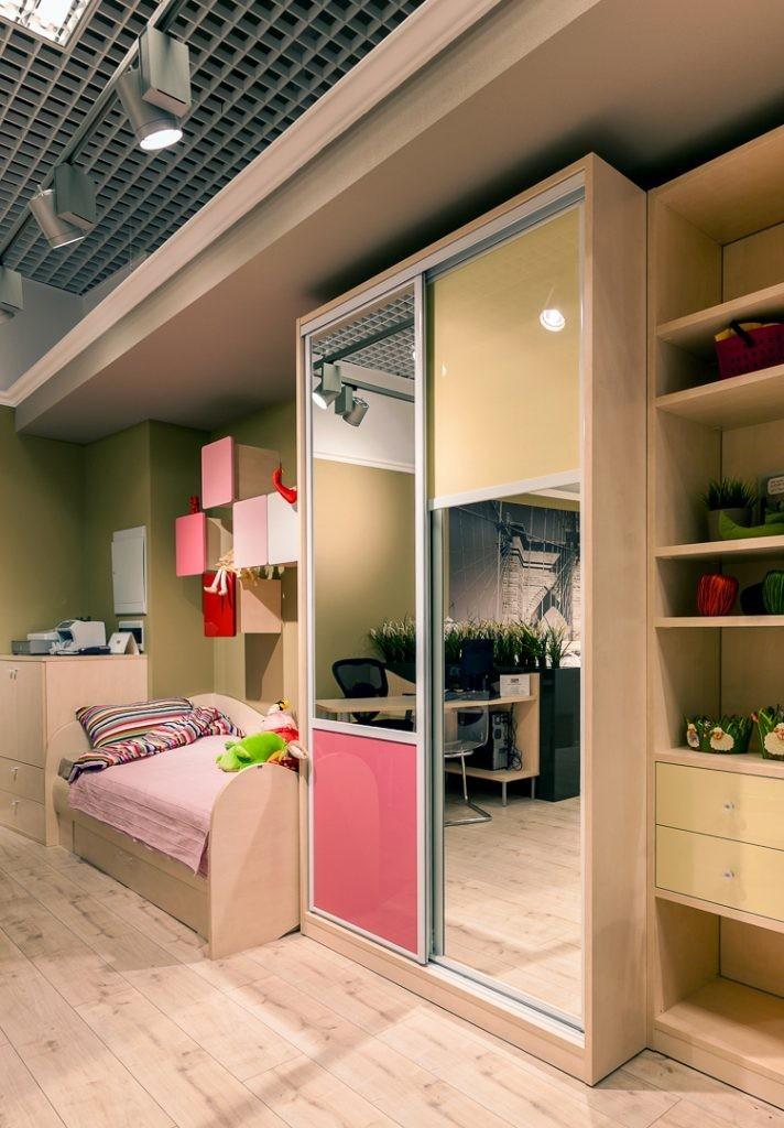 Стильный шкаф-купе для комнаты подростка