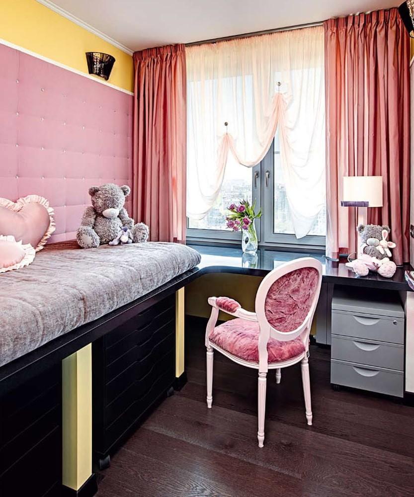 Стол-кровать в детской небольшого размера
