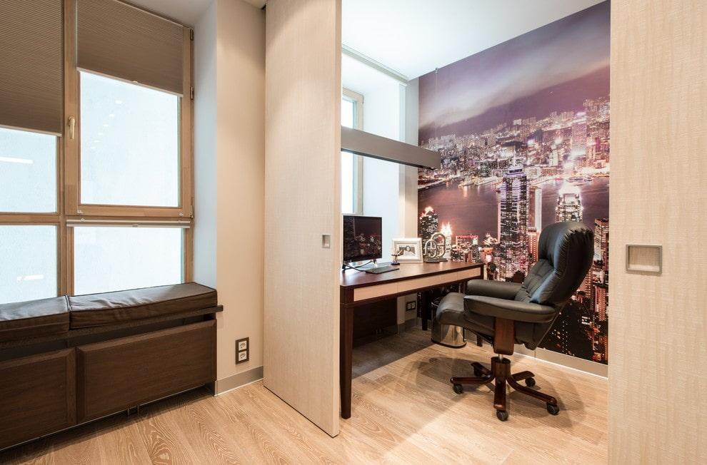 Фотообои на стене небольшого кабинета