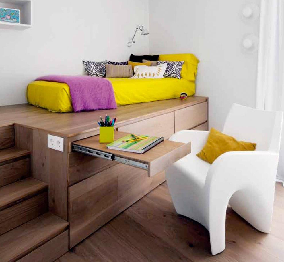 Выдвижной столик в подиуме из листового материала