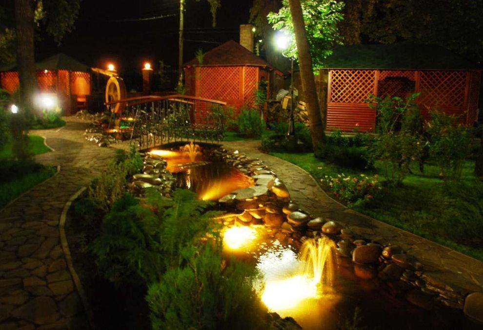Подсветка дна водоема маломощными светильниками