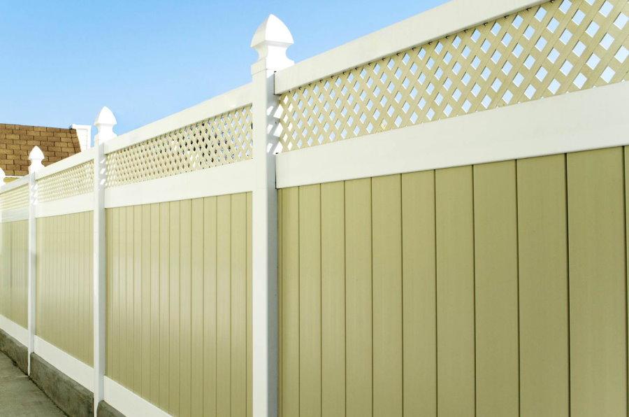 Новый ПВХ-забор комбинированной расцветки