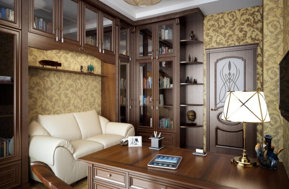 Белый диван в кабинете с коричневой мебелью