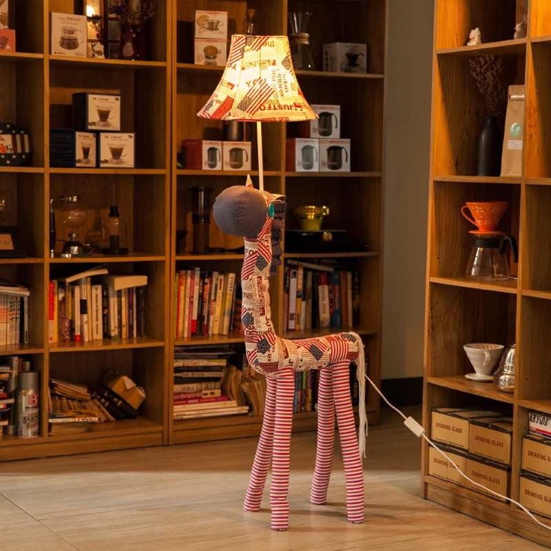 Детский торшер в форме жирафа из мультфильма
