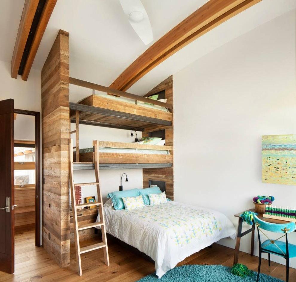 Высокая детская кровать для троих детей
