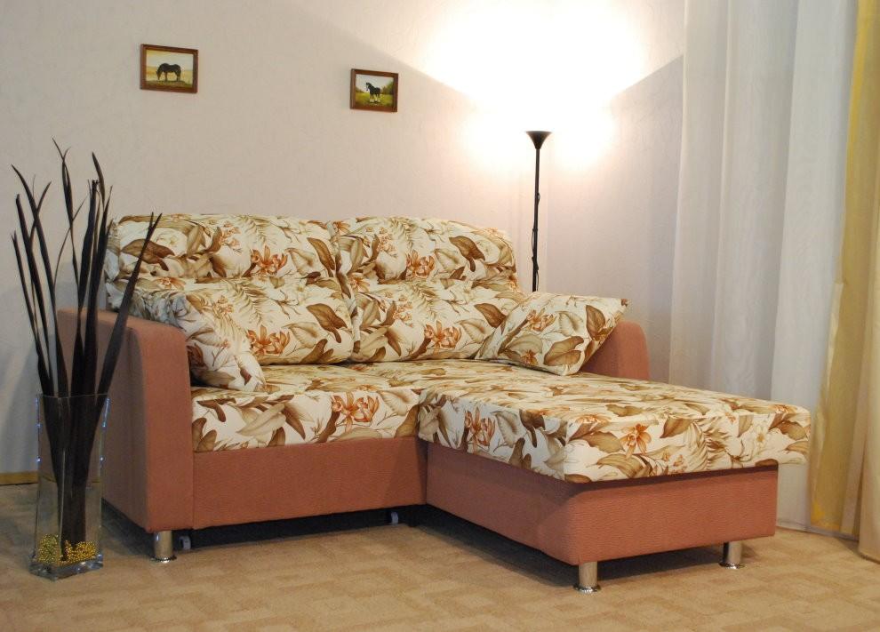 Небольшой угловой диванчик раскладного типа