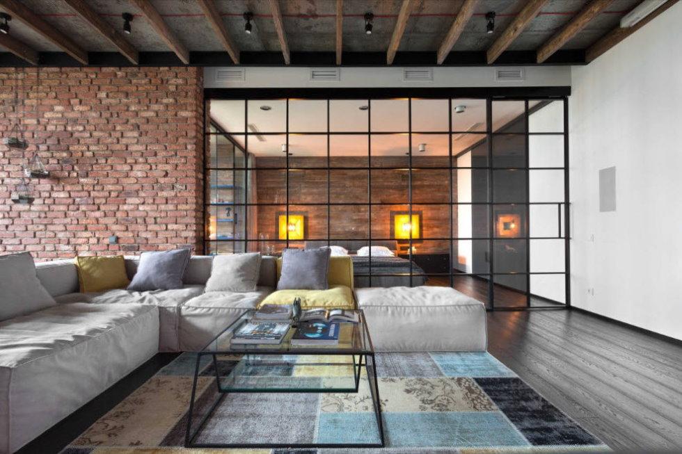 Большой диван в зале лофт стиля