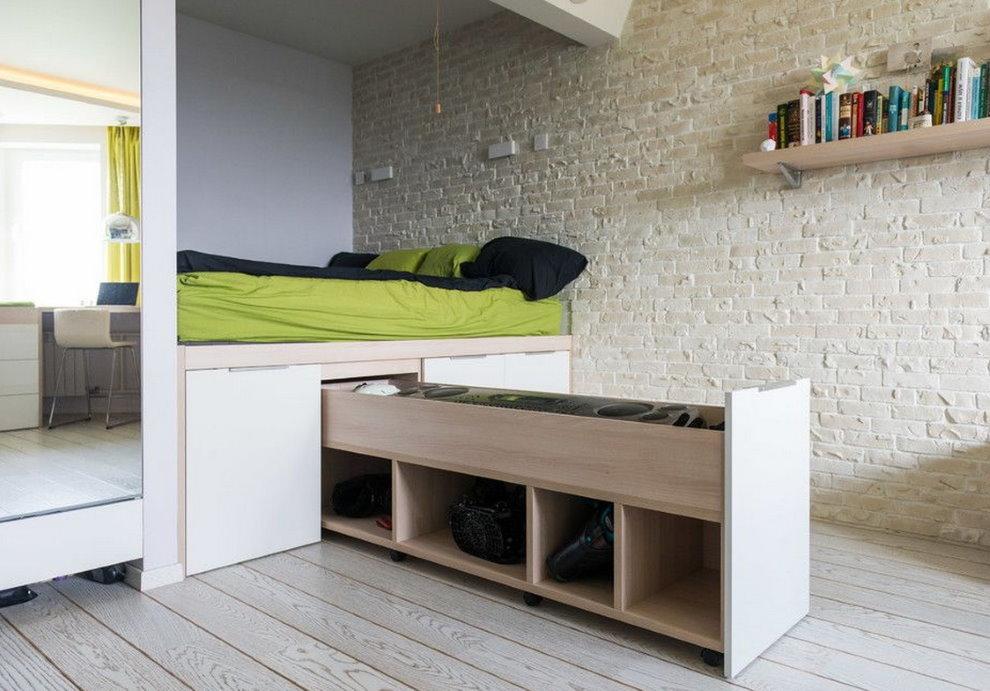Выдвижная секция в подиуме с кроватью