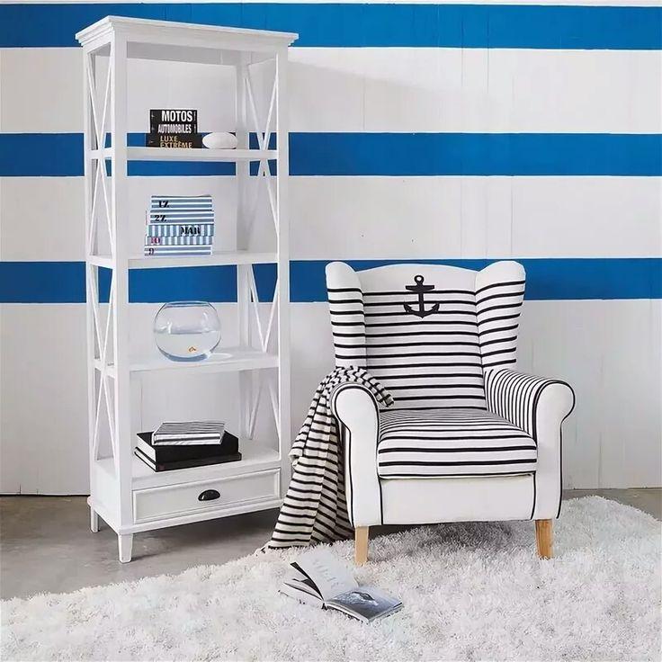 Белый стеллаж в детской комнате морского стиля