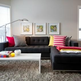 яркий дизайн маленького зала