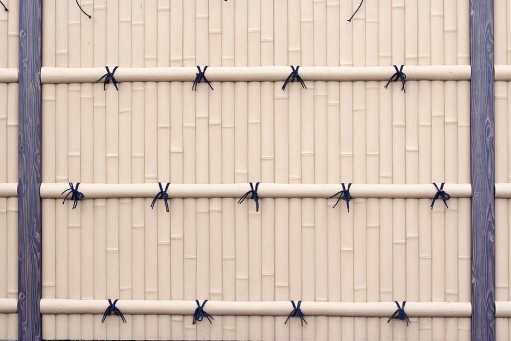 ПВХ-забор с имитацией бамбуковых кольев