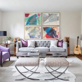 Абстрактная живопись в интерьере зала