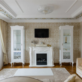Белые серванты в гостином помещении
