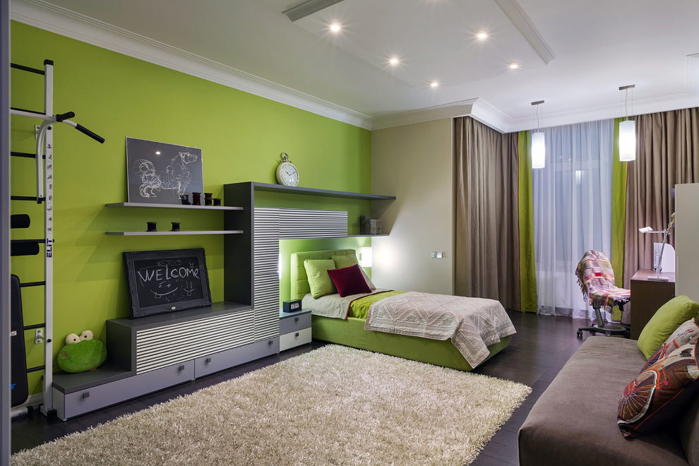 Зеленая стена в детской комнате подростка