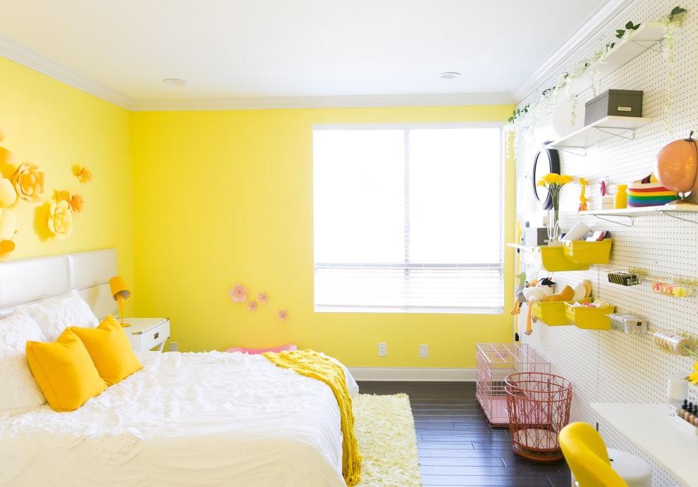 Желто-белая комната для девочки
