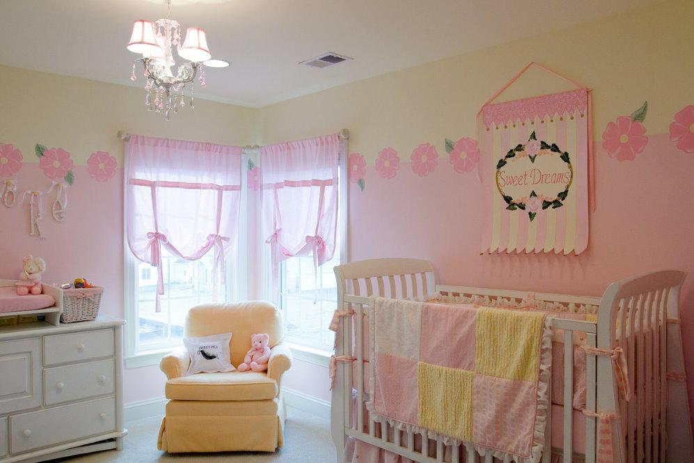 Акценты желтого цвета в детской комнате