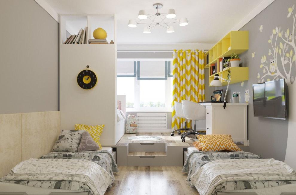 Желтые полки на стене комнаты для трех девочек