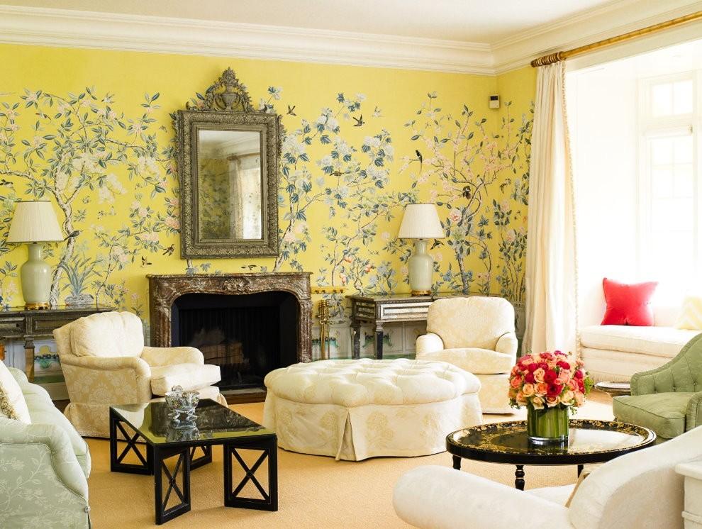 Светлый текстиль в комнате с бежевыми стенами