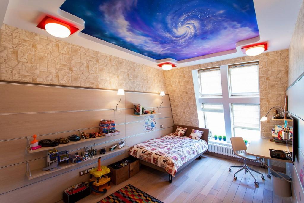 Накладные светильники на потолке в комнате мальчика