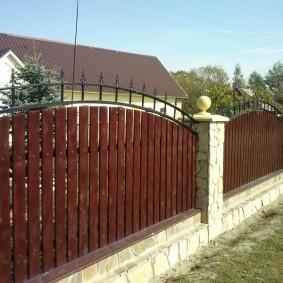 деревянный забор оформление