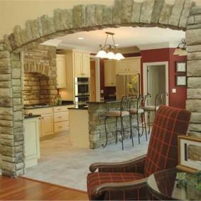 арка из камня в квартире фото