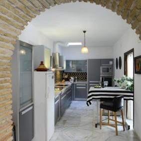 арка из камня в квартире декор