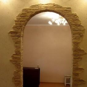 арка из камня в квартире фото интерьера