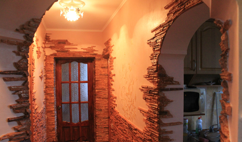 арка из декоративного камня в квартире фото укладке плитки диагонали