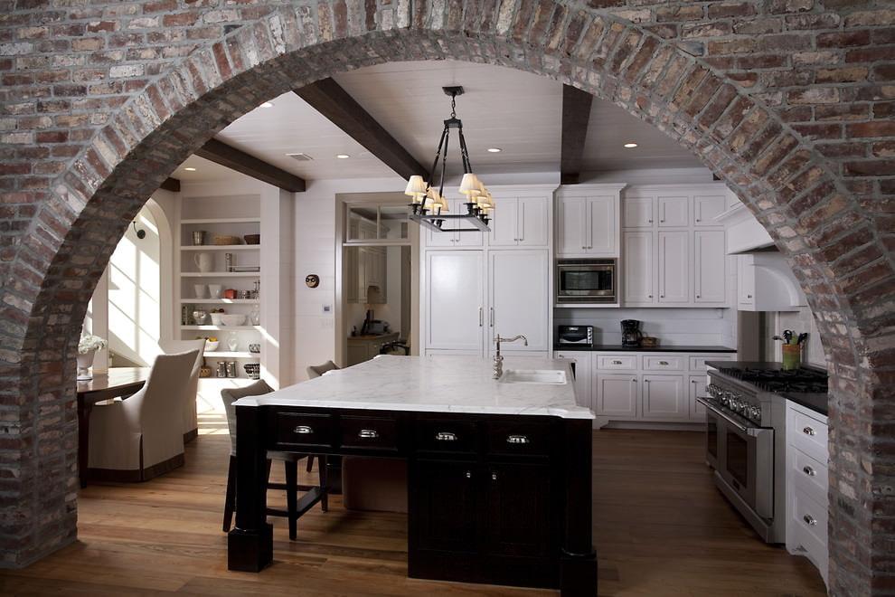 арка из камня вход на кухню