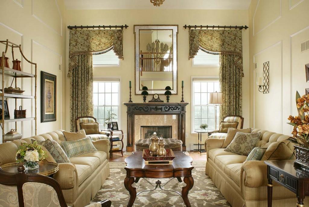 Шторы в гостиной викторианского стиля интерьера