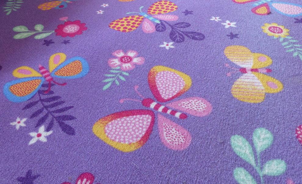 Цветные бабочки на детском ковролине