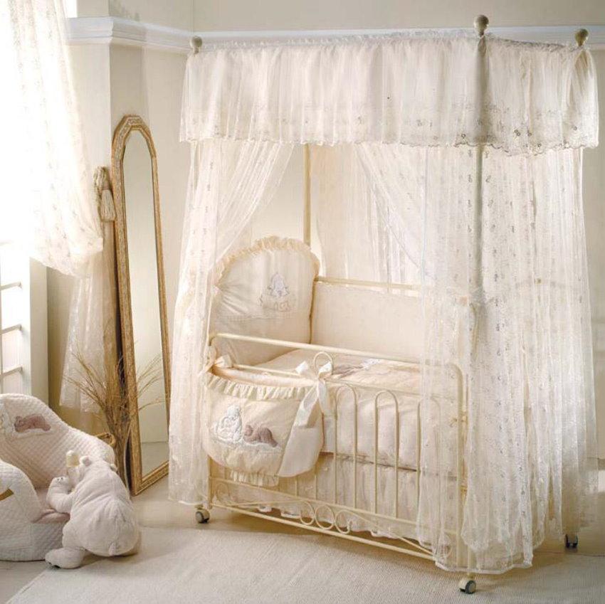 Королевский балдахин над кроваткой младенца