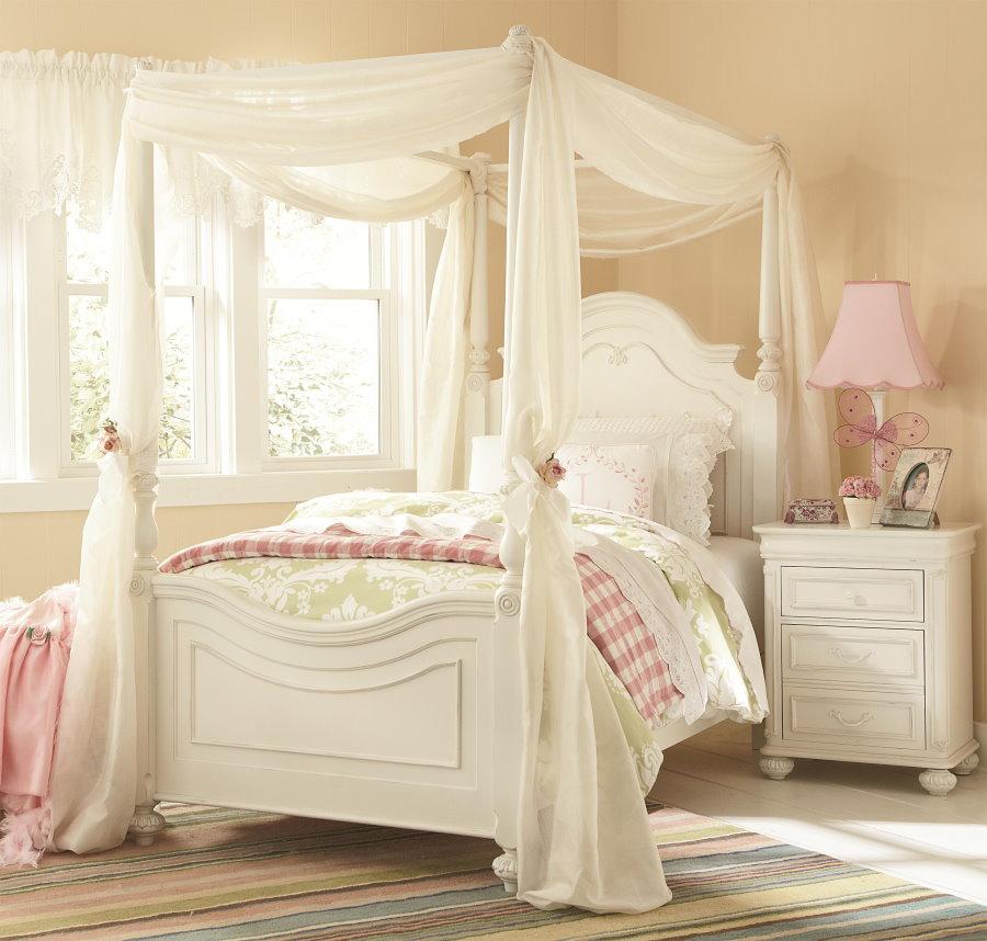 Балдахин по периметру кровати в комнате девочки подростка