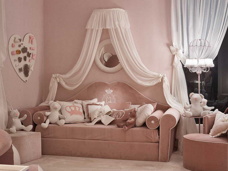 Балдахин из вуали над детским диваном