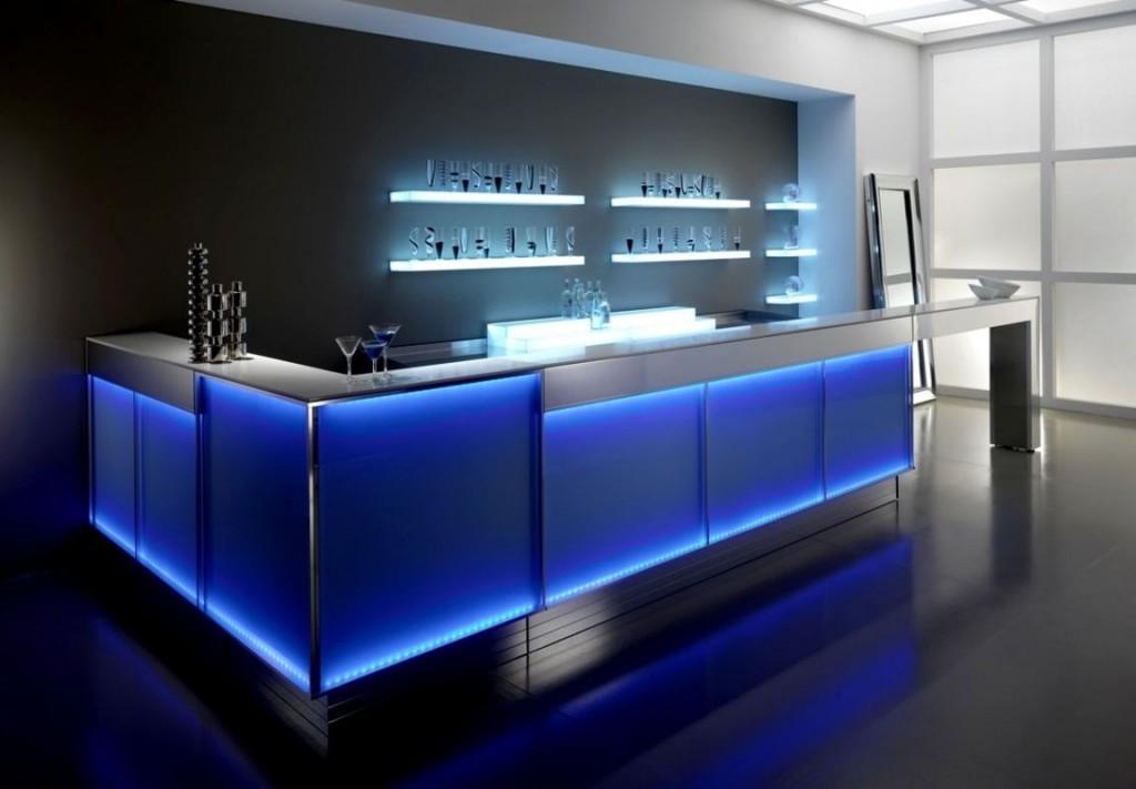 Стеклянная барная стойка с подсветкой