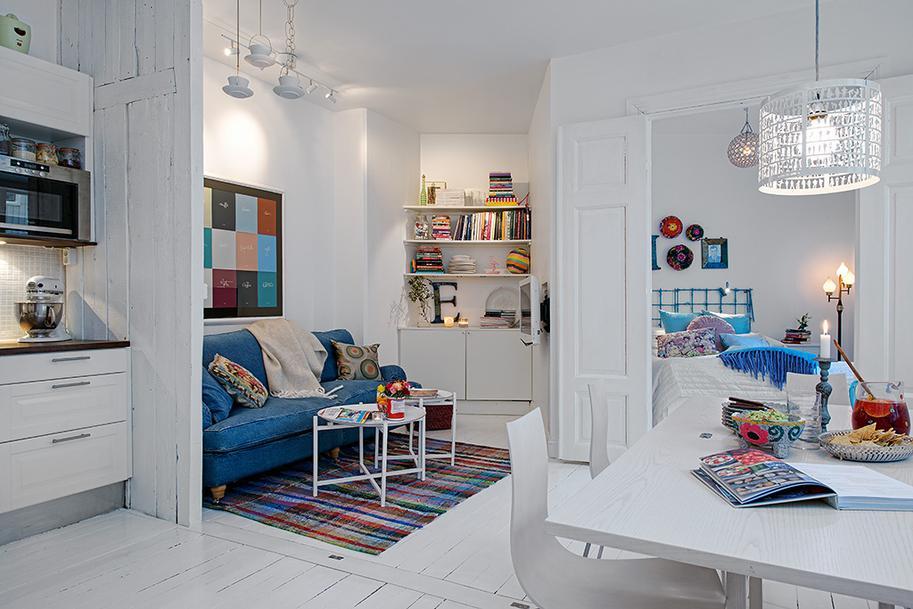 Белые стены квартиры в современном стиле