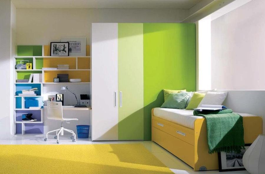 Сочетание белого и зеленого цветов в интерьере детской комнаты