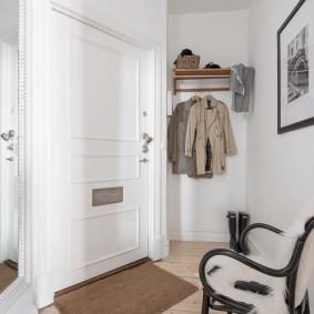 белые двери фото интерьер