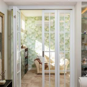 белые двери интерьер