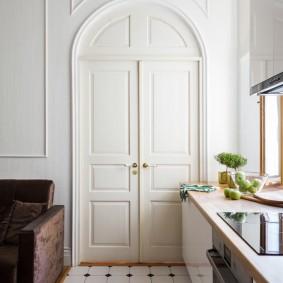 белые двери интерьер фото