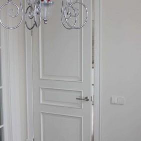 белые двери в квартире дизайн идеи