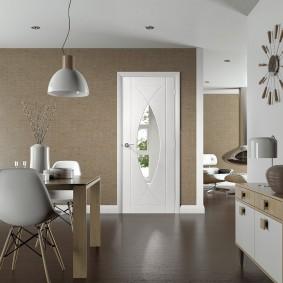 белые двери в квартире фото декор