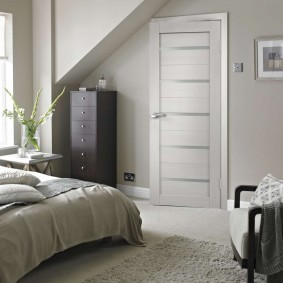 белые двери в квартире декор идеи