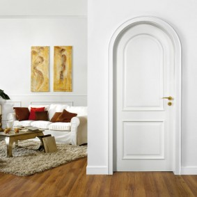 белые двери в квартире идеи декора