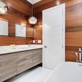 белые двери в квартире фото интерьера