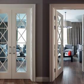 белые двери в квартире варианты